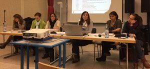 Erste Vorsitzende Marion Maurer (Dritte von rechts) präsentiert den Jahresbericht.