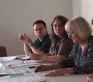 Die Vorsitzende der Bürgerkammer, Carola Biehal, berichtet über die Betreuung der Flüchtlinge.