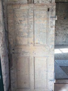 Eine Kassettentür aus dem Jahr 1747.
