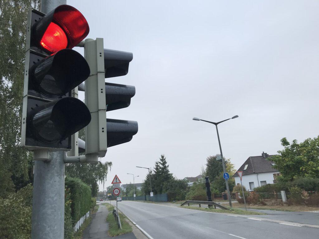 Das Haltesignal der Fußgängerampel sehen manche Autofahrer eher als Anregung.