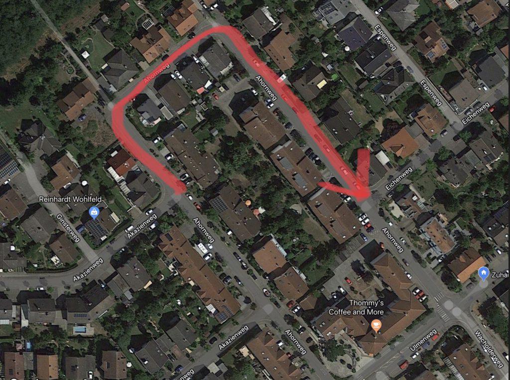 Rot gekennzeichnet die geplante Einbahnstraße im Ahornweg.