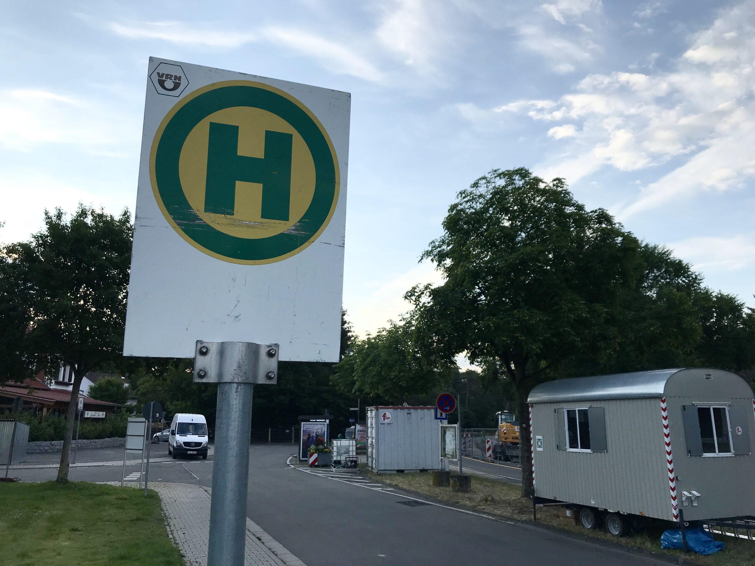 "Haltestelle ""Neuschloß Ort"" baustellenbedingt verlegt."