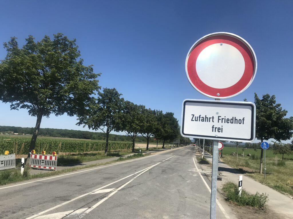 Baustelle L3110: Weg zum Waldfriedhof von Lampertheim frei.