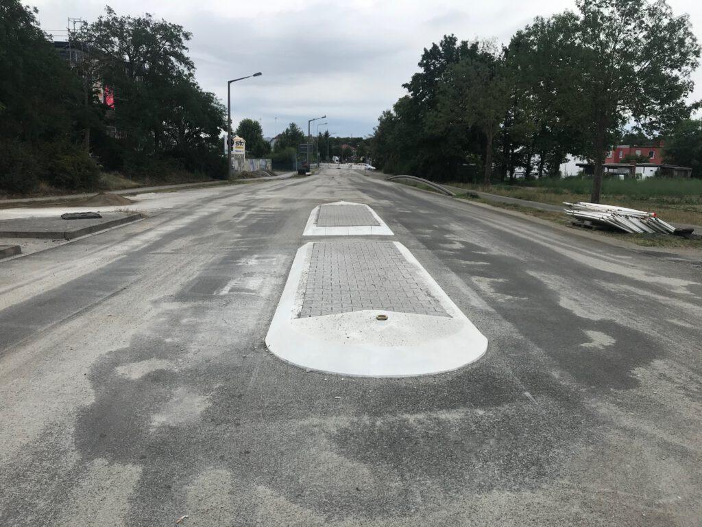 Neue Verkehrsinsel am Ulmenweg.
