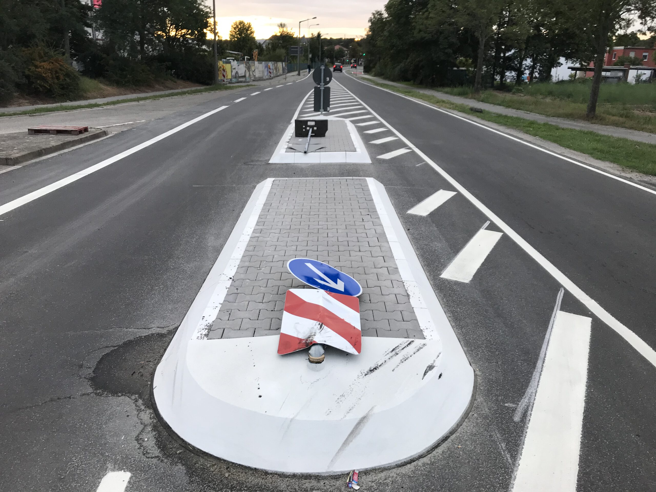 Unfallschwerpunkt an der Verkehrsinsel.